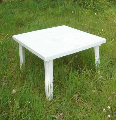 Awesome petite table de jardin en plastique photos for Table de jardin plastique